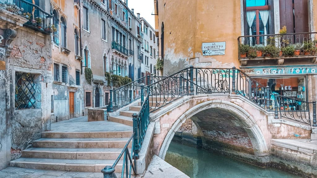 ללכת לאיבוד ברחובות ונציה ולשמור על כשרות